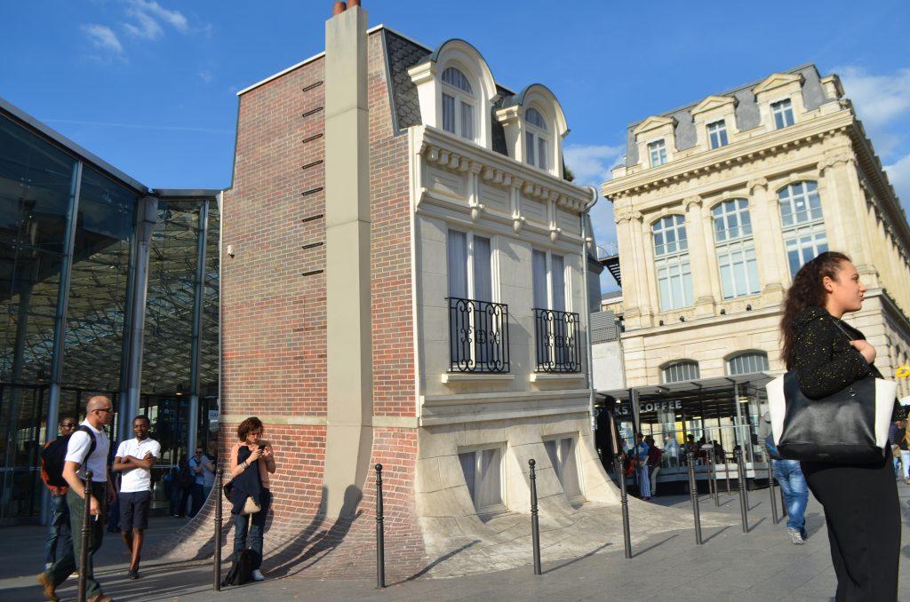 La maison fond de leandro erlich gare du nord paris en for Maison du nord